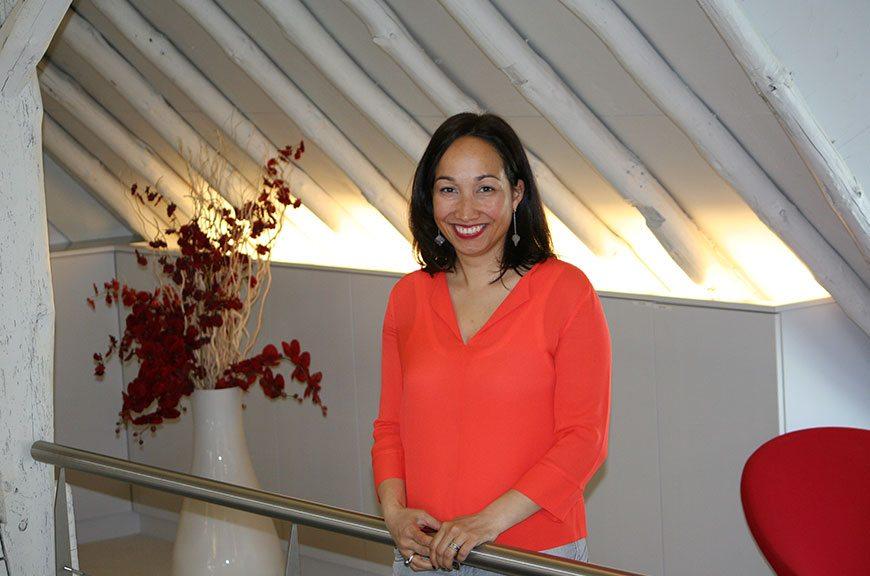 Fiona /senior Adviseur, Associé